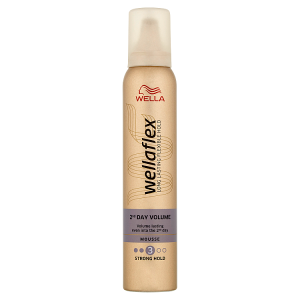 Wella Wellaflex 2nd Day Volume Strong Hold pěnové tužidlo 200ml